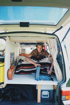 Bulli-Ausbau: Three creative ideas for your camper & geo The post Bulli Expansion: Three creative ideas for your camper appeared first on Trendy. T3 Camper, Mini Camper, Camper Life, Camper Van, Zelt Camping, Van Camping, Auto Camping, Camping Hacks, Hippie Camper
