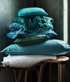 Pillows and Poufs, velvet, green, teal, H&M Home Turquoise Cottage, Vert Turquoise, H&m Home, Quilted Bedspreads, Velvet Cushions, Queen Quilt, Color Azul, Soft Furnishings, Home Textile