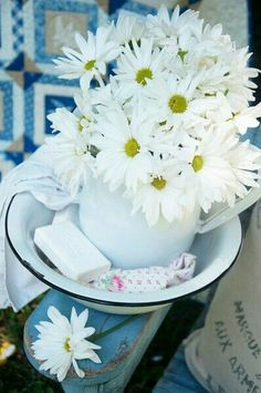 oldandshabby: (via Pin by Kimberly Keith Stanley on Driving Miss Daisy Happy Flowers, My Flower, Beautiful Flowers, Beautiful Gorgeous, White Flowers, Driving Miss Daisy, Sunflowers And Daisies, Wildflowers, Daisy Love