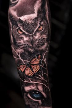 Today we're going to step again into the world of animal tattoos bringing you 50 of the most beautiful owl tattoo designs, explaining their meaning. Nature Tattoo Sleeve, Wolf Tattoo Sleeve, Full Sleeve Tattoo Design, Full Sleeve Tattoos, Owl Eye Tattoo, Mens Owl Tattoo, Owl Tattoo Drawings, Owl Tattoo Design, Tattoo Sleeve Designs