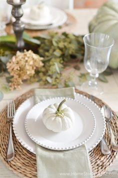 Thanksgiving is one of a perfect time to have a good dinner with the whole family. You can't let your dining room table looks boring. You need to decor it with Thanksgiving theme. The idea of Tha Thanksgiving Table Settings, Thanksgiving Tablescapes, Thanksgiving Decorations, Fall Table Settings, Holiday Tablescape, Diy Thanksgiving, Halloween Table Settings, Elegant Table Settings, Beautiful Table Settings