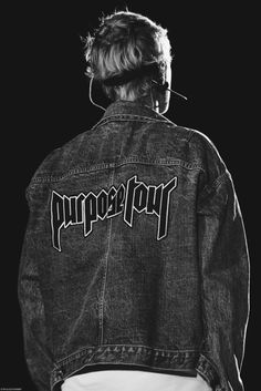 JUSTIN BIEBER Gray Aesthetic, Black And White Aesthetic, Aesthetic Collage, Aesthetic Vintage, Aesthetic Photo, Aesthetic Pictures, Black And White Picture Wall, Black And White Posters, Black And White Wallpaper