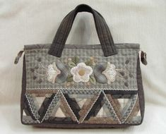 Vita a LiveInternet - Orosz Service Online naplója Japanese Patchwork, Japanese Bag, Japanese Quilts, Quilted Tote Bags, Patchwork Bags, Diy Purse, Handmade Handbags, Bag Patterns To Sew, Fabric Bags