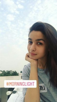 So much active even in the morning yaar Beautiful Bollywood Actress, Beautiful Actresses, Alia Bhatt Photoshoot, Aalia Bhatt, Alia Bhatt Cute, Alia And Varun, Selfie Poses, Best Friend Pictures, Bollywood Stars