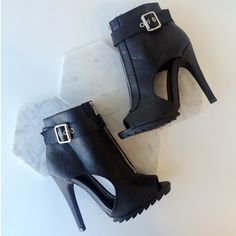 Jagged Edge Cut-Out Zip-Up Booties