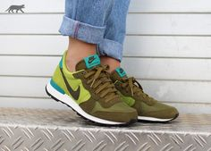 Nike wmns Internationalist (Military Green / Dark Loden - Ccts - Radiant Emerald)