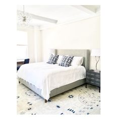 Two of one of my favorite pillow patterns - Biami in black  - and I love the rug -  via @alireevedesign . . #eskayel #eskayelpillow #eskayelpillows #bedding #pillowtalk