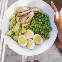 #BrittneBABE21DayChallenge Quick Sunday Lunch for Abs: Calls for grilled chicken strips, chopped avocado, 2 hard boiled eggs and edamame. #ItAllStartsInTheKitchen #NomNomNom www.BrittneBabe.com/21daychallenge/
