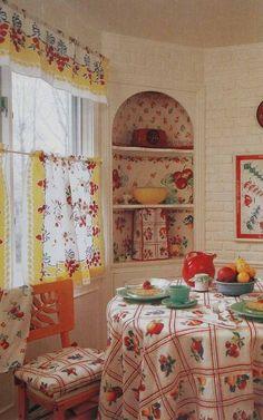 32 Beautiful Vintage Kitchen Decorations Ideas To Make A Nice Look - Küche Ideen Cozy Kitchen, Red Kitchen, Kitchen Linens, Vintage Kitchen Curtains, Kitchen Fabric, Country Kitchen, 1940s Kitchen, Nice Kitchen, Kitchen Paint