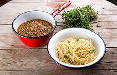 Σπαγγέτι με κιμά αρακά και φρέσκο θυμάρι