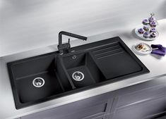 There are alternatives to stainless steel sinks. Here is a Silgranite sink made from granite. It comes in three colours, namely: anthracite (pictured), rock grey and white. Inset Sink, Sink Taps, Kitchen Sink Design, Modern Bathroom Design, Kitchen Sinks, Bathroom Sinks, Kitchen Appliances, Black Kitchens, Cool Kitchens