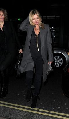 Kate Moss Photos Photos - Kate Moss enjoys a late night out at the Groucho Club on February 3, 2014. - Kate Moss Enjoys a Late Night Out