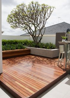 75 Ideas of modern decking. Planning the style of the deck is as important as planning the home interior. Look at these modern deck design ideas and find Backyard Design, Small Backyard, Building A Deck, Small Patio Design, Patio Design, Patio Seating, Modern Deck, Diy Deck, Deck Design