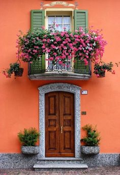 Santa Maria Maggiore, Piedmont, Italy – Decor is art Exterior Design, Interior And Exterior, Fachada Colonial, Beautiful Flowers, Beautiful Places, Unique Doors, Window Boxes, Windows And Doors, Backyard