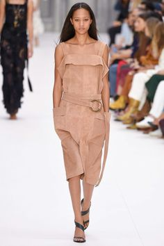 See the complete Chloé Spring 2017 Ready-to-Wear collection.