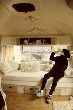 I would love to decorate a cute little vintage trailer this way and have it as my writing retreat.