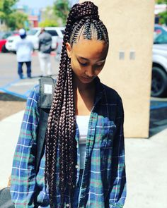 Long Box Braids: 67 Hairstyles To Upgrade Your Box Braids - Hairstyles Trends Box Braids Hairstyles, African American Braided Hairstyles, Braided Hairstyles For Black Women, My Hairstyle, Girl Hairstyles, Black Hairstyles, Simple Hairstyles, Hairstyles 2016, Decent Hairstyle