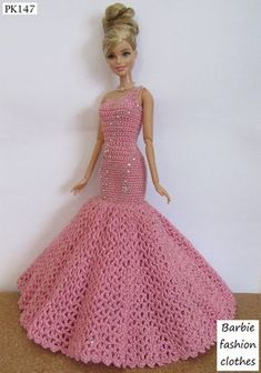 Free Crochet Doll Dress Patterns - Hobbies and Crafts World Crochet Doll Dress, Crochet Barbie Clothes, Doll Clothes Barbie, Barbie Dress, Dress Clothes, Doll Dresses, Crochet Dresses, Diy Barbie, Barbie Clothes Patterns
