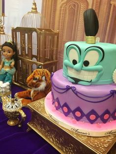 Fun genie cake at a Jasmine girl birthday party! Like how the jasmine doll is in the back :) Jasmine Birthday Cake, Aladdin Birthday Party, Aladdin Party, Princess Jasmine Cake, Disney Princess Party, Jasmine E Aladdin, Jasmin Party, Aladdin Cake, Festa Party
