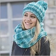 milla-cap-and-loop strip patent-with- – Scarf Ideas 2020 Crochet Shawl, Crochet Scarves, Knit Crochet, Winter Dress Outfits, Outfits With Hats, How To Wear Ankle Boots, Spring Scarves, Crochet Flower Patterns, Loop Scarf