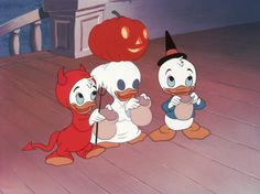 Trick or Treat – In the cartoon Trick or Treat, released on October Donald Duck plays a few pranks on his nephews Huey, Dweey, and Louie until Witch Hazel meets up with them and with her magical powers teaches Donald a lesson. Halloween Icons, Halloween Cartoons, Disney Halloween, Cute Halloween, Vintage Halloween, Cute Fall Wallpaper, Halloween Wallpaper Iphone, Cute Disney Wallpaper, Cute Cartoon Wallpapers