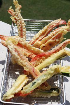 Mis recetas dulces y saladas: << Verduras en TEMPURA súper crujientes >>. ¡En la página web de la receta encontrarás el gran secreto para que queden muy crujientes! / ¡Me chiflan las verduras en tempura!!! Un rebozado tan delicioso, tan suave y tan esponjoso... ¡mmmm! <3