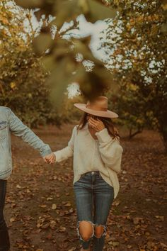 Fall Photo Outfits, Picture Outfits, Couple Outfits, Picture Ideas, Photo Ideas, Fall Engagement Outfits, Engagement Photo Outfits, Engagement Session, Engagement Pictures