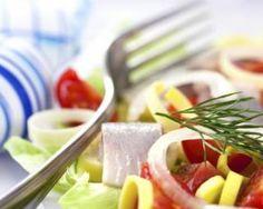 Salade de harengs marinés aux tomates cerises et oignons nouveaux : http://www.fourchette-et-bikini.fr/recettes/recettes-minceur/salade-de-harengs-marines-aux-tomates-cerises-et-oignons-nouveaux.html