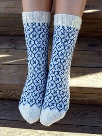 KARDEMUMMAN TALO: Sinivalkoinen sukkapari Vintage Underwear, Knitting Socks, Knitting Patterns, Knitting Ideas, Ravelry, Tatting, Knit Crochet, Women Accessories, Tights