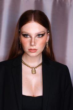 Bella Hadid look by Ilona Cavallini Bella Hadid, Photos, Chokers, Instagram, Makeup, Fashion, Make Up, Moda, Pictures