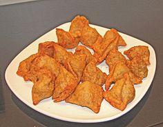 Les samossas de légumes, l'un des plats végétariens indiens incontournables... Voici la recette indienne végétarienne des samossas de légumes