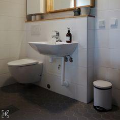 Yksityiskodin kylpyhuone   HEIDI RISKU