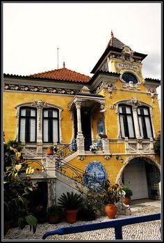Vila Africana  ~  A região de Aveiro destaca-se pelo conjunto de imóveis Arte Nova que aqui se desenvolveram no início do século XX, constituindo a denominada Vila Africana um dos seus mais significativos exemplos. Situada em Ílhavo-Sao Salvador, Aveiro, Portugal