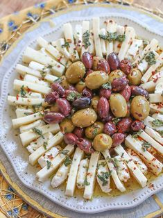 Pretty appetizer presentation, no cook recipe. Easy Marinated Olives & Cheese Ring Appetizer from Hospitality Inspiration with Old Southern Charm Finger Food Appetizers, Yummy Appetizers, Appetizers For Party, Appetizer Recipes, Finger Foods, Cheese Appetizers, Simple Appetizers, Seafood Appetizers, Girls Night Appetizers
