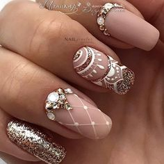 Cute Art Design Nails With Rhinestone Track down inspiration & the current nail art trends. Whether you're hitting the festival, beach. Pretty Nail Designs, Pretty Nail Art, Nail Art Designs, Henna Nails, Gel Nails, Manicure, Henna Nail Art, Rhinestone Nails, Bling Nails