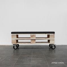 EUROBANK - BENCH MADE OF EURO-PALLETS (2014) /// urban / street / design / eu palette / krefeld / upcycling / bench / bank / flexible / europalette / furniture / public design / wood / palets / recycling / DIY / D.I.Y. / do it yourself / philipp schuetz