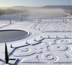 Versailles snow embossed garden