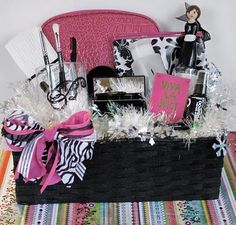 Makeup gift basket diy---@Emily Schoenfeld Darnell-- saw this and thought of you :)  @AngelaBurklen I want it so much(: