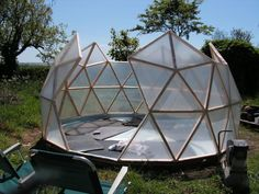 Geodesic dome greenhouses are beautiful, for sure, but they have many other advantages that make them a great option for backyard food growing. The dome shape gives a large volume for a small surfa… Geodesic Dome Greenhouse, Geodesic Dome Homes, Diy Greenhouse, Geodesic Sphere, Sauna Infravermelho, Dome House, Pergola, Construction, Backyard