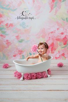 Ședințe foto bebeluși - Foto Bebeluși - Fotograf de familie și copii Bassinet, Studio, Decor, Crib, Decoration, Studios, Decorating, Baby Crib, Deco