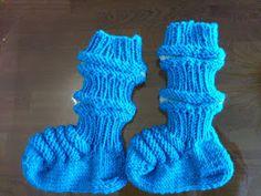 Kikun käsityöt: Vauvan aloituspaketti eli junasukat, kypärämyssy ja tumput vastasyntyneelle Fashion Moda, Knitting Socks, Education, Knit Socks, Onderwijs, Learning