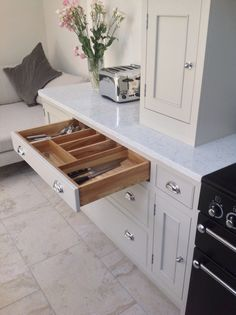 Dovetail kitchens cowling farrow and ball purbeck stone Dovetail kitchens cowling farrow and ball purbeck stone Kitchen Units Painted, Shaker Style Kitchens, Kitchen Remodel, Kitchen Decor, Kitchen Cupboards, Kitchen Diner, Home Kitchens, Kitchen Design, Kitchen Cupboards Paint