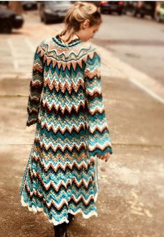 Crochet Coat, Crochet Doll Clothes, Crochet Jacket, Knitted Coat, Crochet Cardigan, Knit Dress, Vanessa Montoro, Moda Crochet, Geometric Sleeve