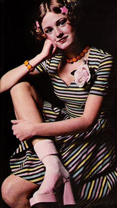 Candy coloured stripes and platforms, Seventeen magazine, July 1973 vintage fashion color photo print ad models magazine designer does retro repro striped dress flower platforms swing Seventies Fashion, 60s And 70s Fashion, Retro Fashion, Vintage Fashion, 1970 Style, 40s Style, Teen Style, Socks Outfit, Moda Retro