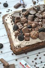 Als je van chocolade houdt, dan is dit echt een aanrader! Een all over chocolate brownie!! What more can  I say? www.liefdevoorbakken.nl Dutch Recipes, Sweet Recipes, Cooking Recipes, Pandan Cake, High Tea, Catering, Seafood, Oreo, Brunch