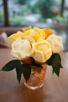 Rose flower ice cream for Valentine Day ;)  From www.vietnamesefood.com.vn