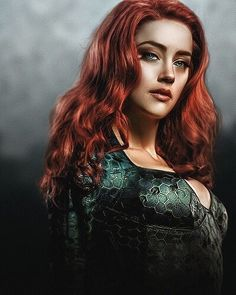 Image may contain: 1 person, standing Dc Movies, Comic Movies, Marvel Dc, Amber Heard Hair, Mera Dc, Arte Dc Comics, Superhero Movies, Dc Heroes, Comic Character