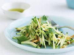Zucchini-Rohkost-Salat ist ein Rezept mit frischen Zutaten aus der Kategorie Blütengemüse. Probieren Sie dieses und weitere Rezepte von EAT SMARTER!