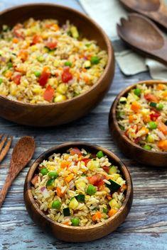 Rice salad and vegan coral lentils - Cuisine Salée - Salad Recipes Healthy Easy Smoothie Recipes, Healthy Salad Recipes, Healthy Smoothies, Healthy Snacks, Poffertjes, Feta, Lentil Salad, Rice Salad, Indian Food Recipes