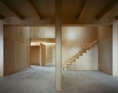Casa 'na' in Japan, Studio Architect Shuji Hisada. Plywood panels beauty and simplicity